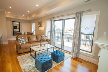 Luxury Condo 4 Bed 2 Bath Downtown Boston Sleeps 8