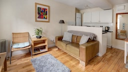 The Shop Cotswold Apartment Sleeps 2