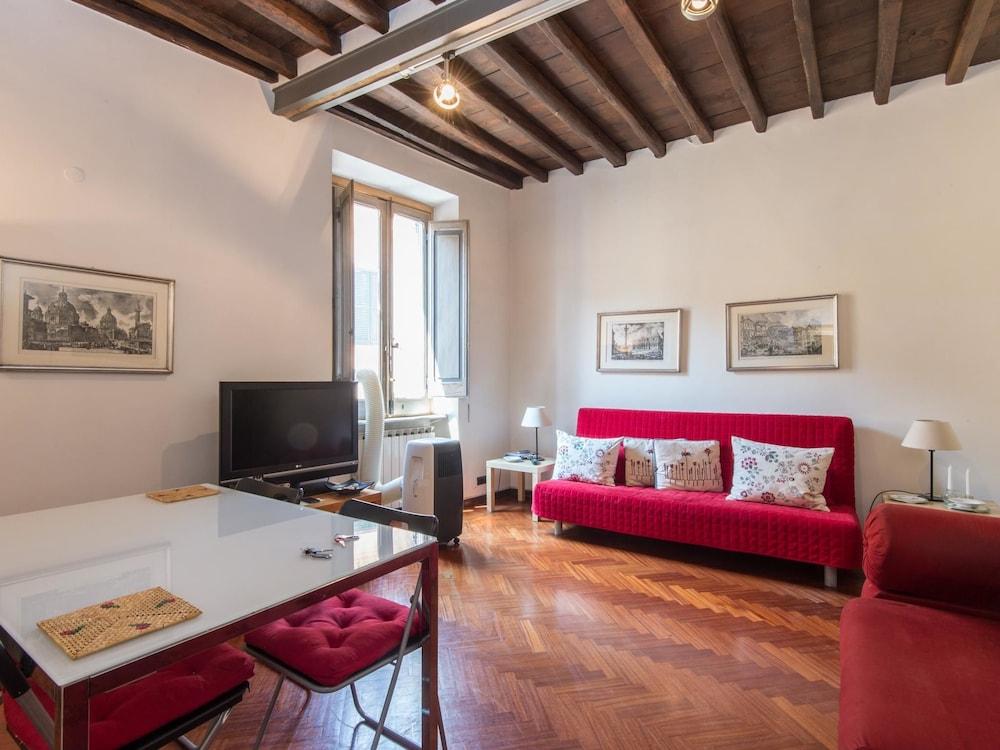 Piazza Navona Charming Apartment 2