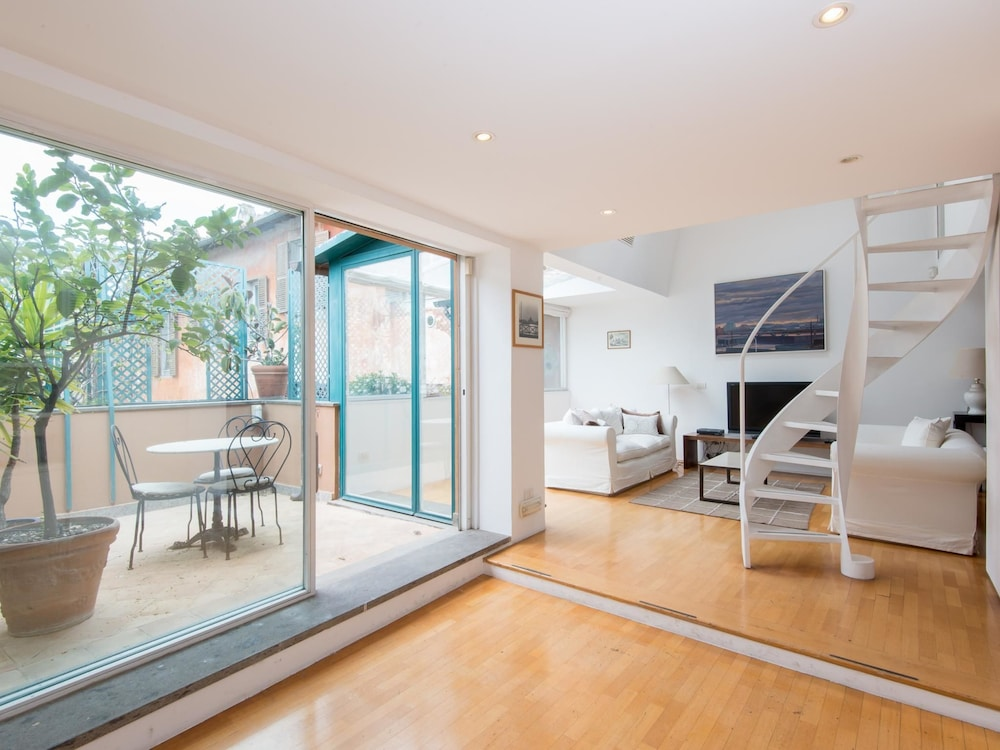 Lucina Design Terrace Apartment