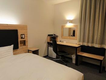 シングルルーム ダブルベッド 1 台 喫煙可|17㎡|グリーンリッチホテル久留米