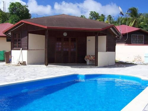 Bungalow With 2 Bedrooms in Sainte-anne, With Wonderful sea View, Priv, Sainte-Anne