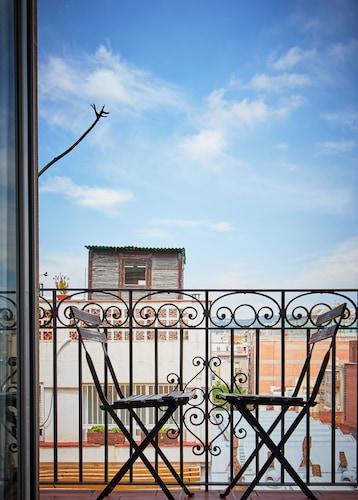 Alcam Rizal, Barcelona