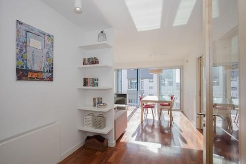 Liiiving - Bright Light Apartment, Porto