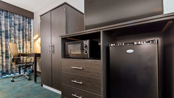 Standard Room, 1 Queen Bed, Accessible, Refrigerator & Microwave