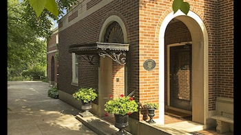 Luxury Whittier Mansion-3rd Floor Suite