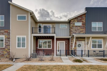 Executive Townhome 15-20 minutes to Boulder Sleeps 10