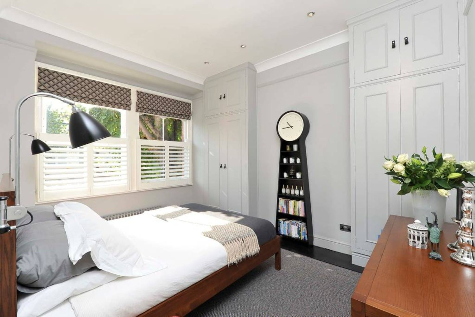 Newly Renovated 3 Bedroom Flat With Terrace, London