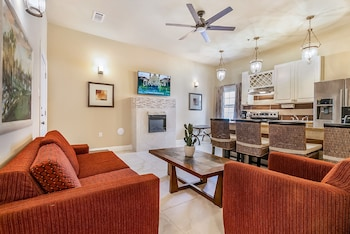 2BD Spacious condo Steps from ST Charles