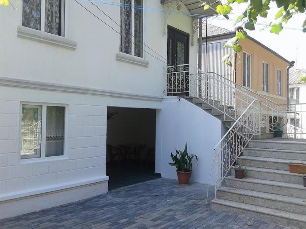 Dom v gorode Kobuleti