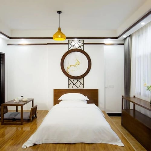 Floral Hotel Fenghuang Poshan Mansion, Xiangxi Tujia and Miao