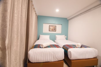Superior Twin Room With Private Bathroom