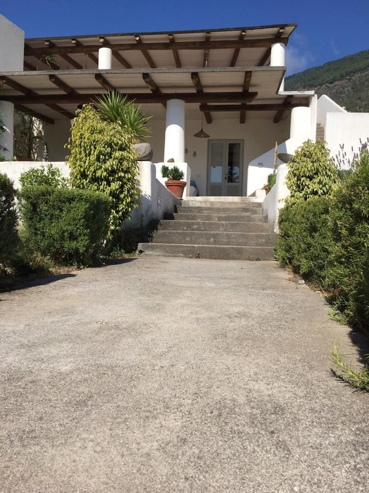 House With one Bedroom in Santa Marina Salina, With Wonderful sea View, Furnished Garden and Wifi