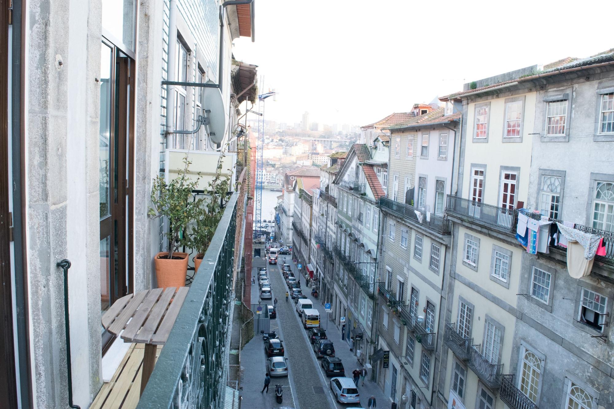 Merc Porto Ribeiras Place, Porto