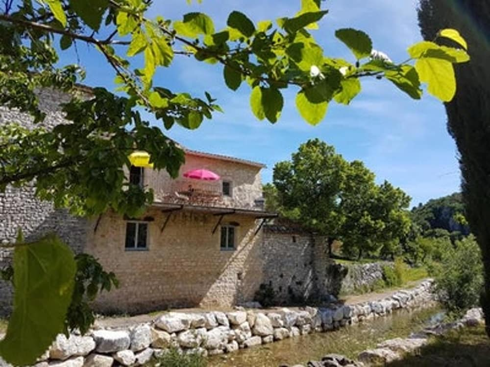 House With 2 Bedrooms in Saint-remèze, With Furnished Garden and Wifi