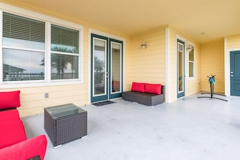 Resort-Style Pointe West Unit 101 - 3 Br Condo
