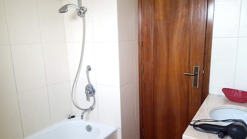 Apartment With one Bedroom in Sra. da Hora, With Wonderful City View,, Matosinhos