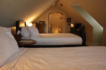 Classic Room, In the Hillside Cottages, 2 Twin Beds, Non Smoking