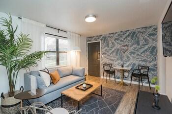 Hip Urban Designer Apartment Free Parking