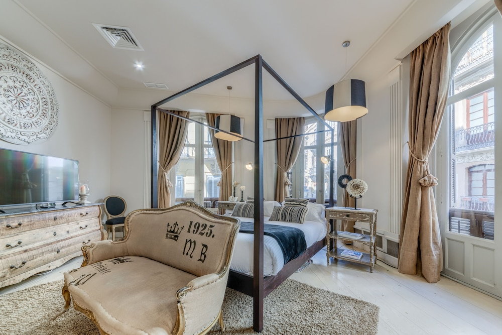 https://i.travelapi.com/hotels/36000000/35510000/35502500/35502420/597fde70_z.jpg