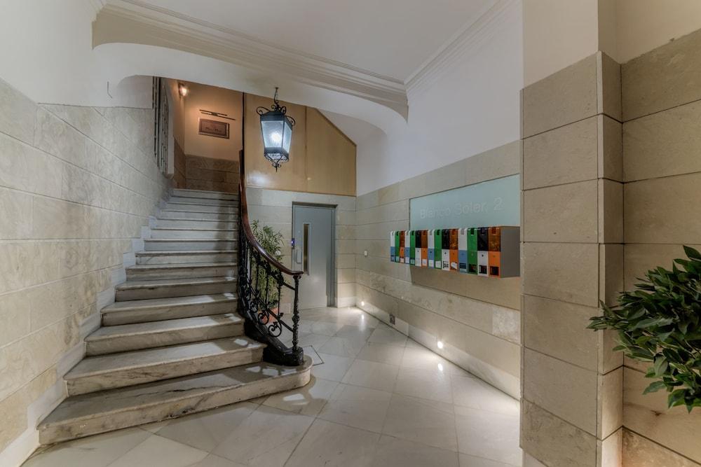 https://i.travelapi.com/hotels/36000000/35510000/35502500/35502420/658c166e_z.jpg