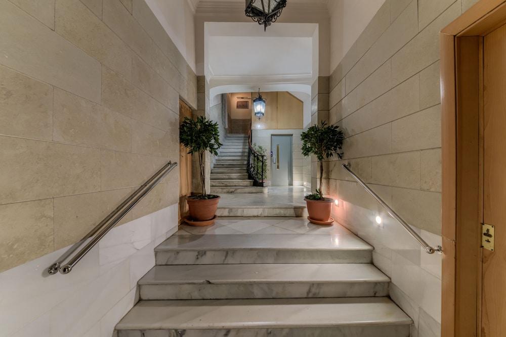 https://i.travelapi.com/hotels/36000000/35510000/35502500/35502420/daf564ab_z.jpg