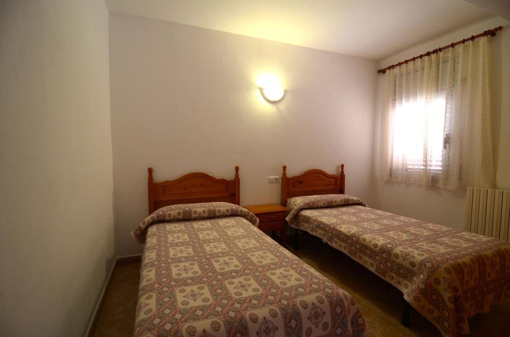 Apartamentos Hostal La Gola
