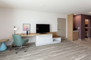 Room, 1 King Bed, Accessible (Roll-In Shower, Mobility & Hearing)