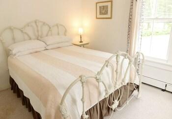 Deluxe Suite, 1 Queen Bed with Sofa bed