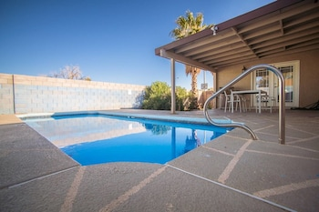 Hotel - Dream Cove 3 Bd 10 min From Strip w/ Pool!
