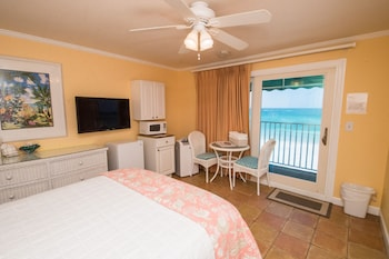 Basic Room, 1 Queen Bed, Beach View