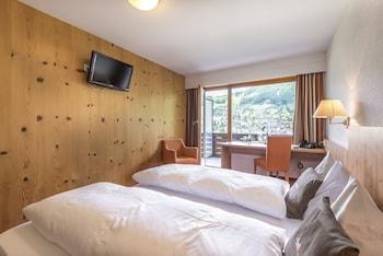 Tek Büyük Yataklı Oda, Balkon, Dağ Manzaralı