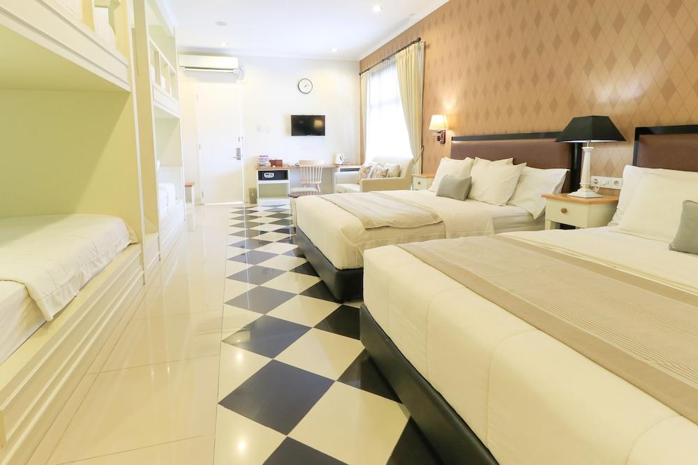 Home Guesthouse Surabaya 3 7 Price Address Reviews