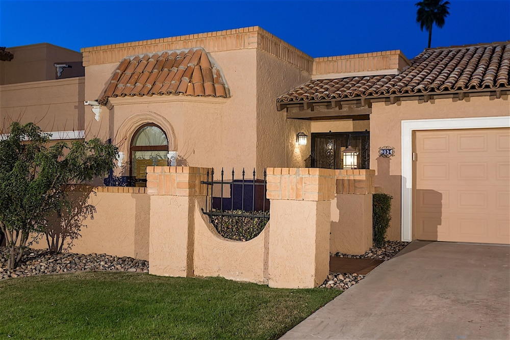 Escape at Mccormick Ranch 2BR by Casago