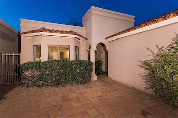 Truly Charming at Mccormick Ranch 2 BR by Casago