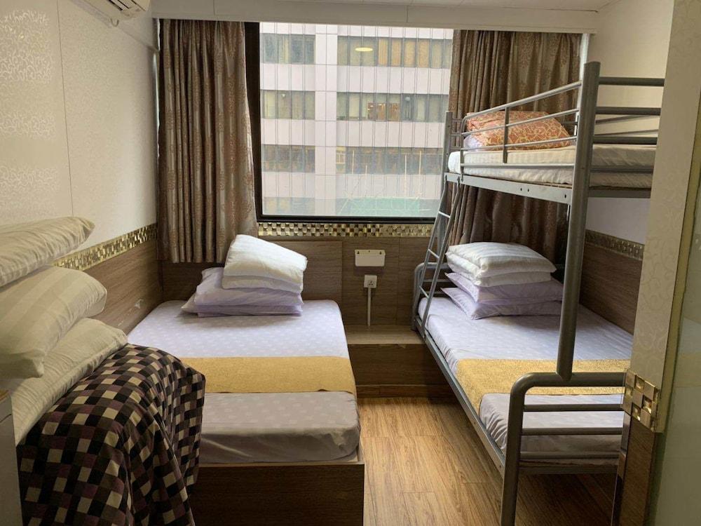 https://i.travelapi.com/hotels/36000000/35740000/35737800/35737799/7d52ead6_z.jpg