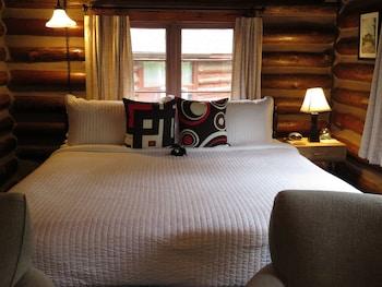 Comfort Cabin, 1 King Bed (Cabin 3)