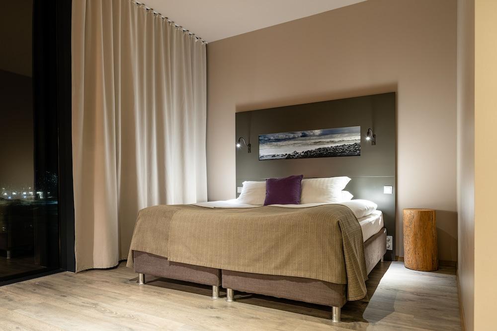 https://i.travelapi.com/hotels/36000000/35770000/35767900/35767873/c71527ec_z.jpg