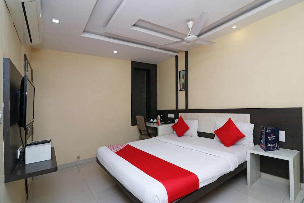 OYO 4906 Hotel Lotus