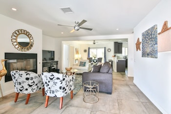 Palm Springs Villa- Three Bedroom Home