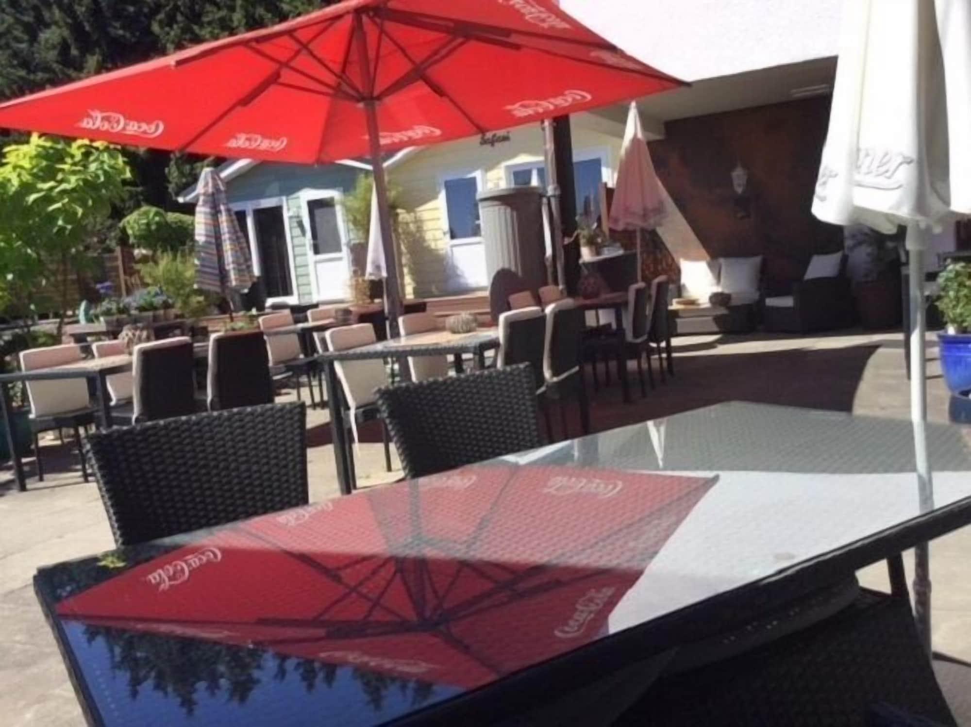 zu Jeddelohs Rosengarten Hotel & Bungalows, Marburg-Biedenkopf