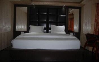 https://i.travelapi.com/hotels/36000000/35820000/35819000/35818938/2878d5a8_b.jpg