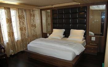 https://i.travelapi.com/hotels/36000000/35820000/35819000/35818938/e0ba4959_b.jpg
