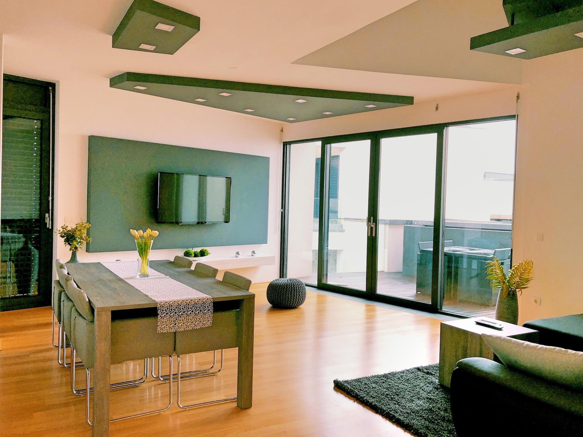 Luxury Sea View Apartment, Koper