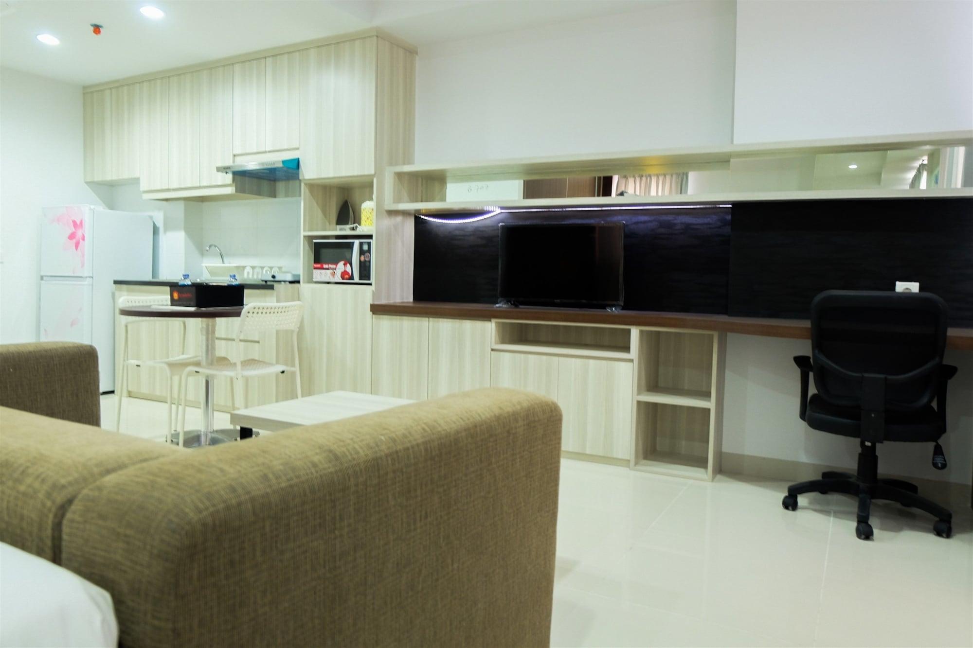 Studio Apartment with Bathtub at Azalea Suites, Cikarang