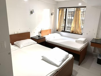 https://i.travelapi.com/hotels/36000000/35880000/35876600/35876584/b8545961_b.jpg