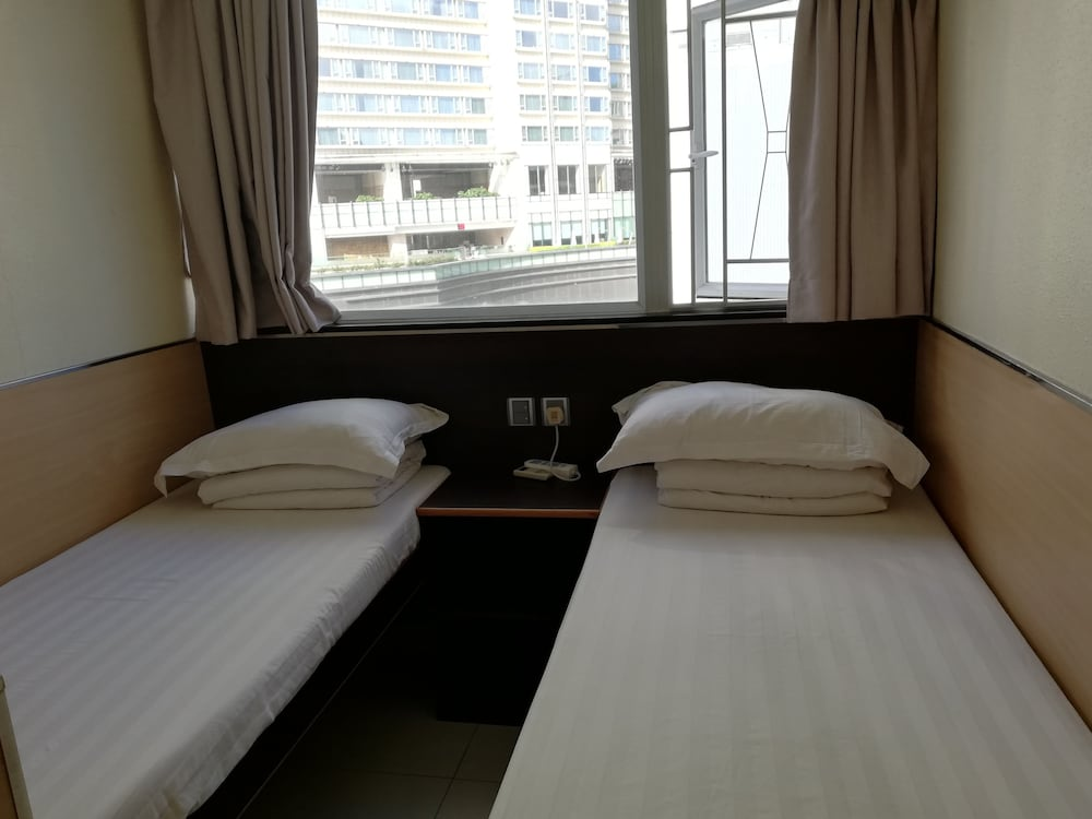 https://i.travelapi.com/hotels/36000000/35880000/35876600/35876584/de0d1008_z.jpg