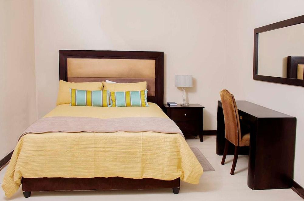 https://i.travelapi.com/hotels/37000000/36030000/36022100/36022066/fa8533ea_z.jpg