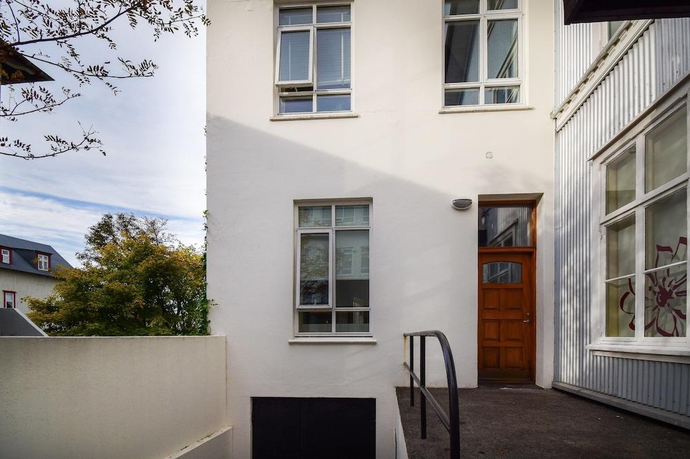 Apartment Þ6
