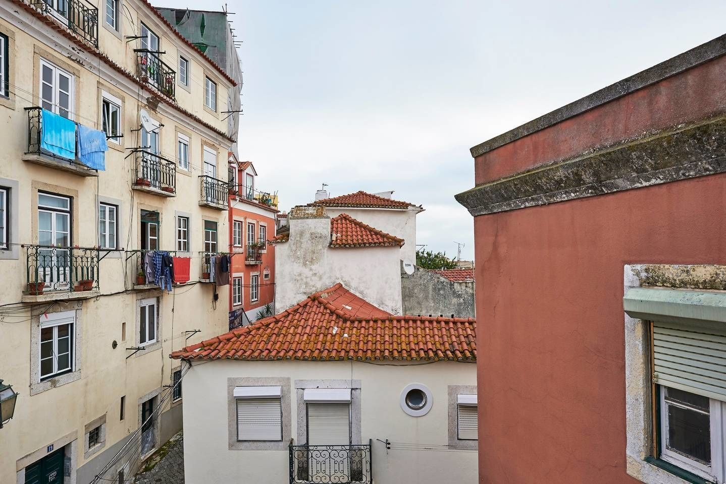 Authentic Apartment in Alfama With Terrace, Lisboa